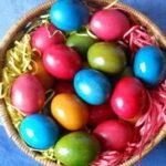 Farbanje uskršnjih jaja prirodnim bojama biljnog porekla