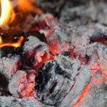 MOĆ PEPELA: Kako napraviti ceđ od pepela za kosu protiv peruti i druge namene